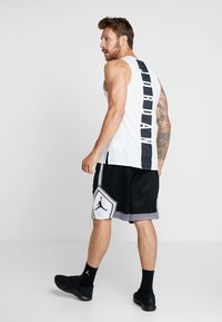 Jordan - JUMPMAN STRIPED SHORT - Sports shorts - black/gunsmoke/white - 2