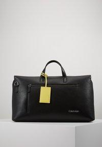 Calvin Klein - POCKET WEEKENDER - Sac week-end - black - 0