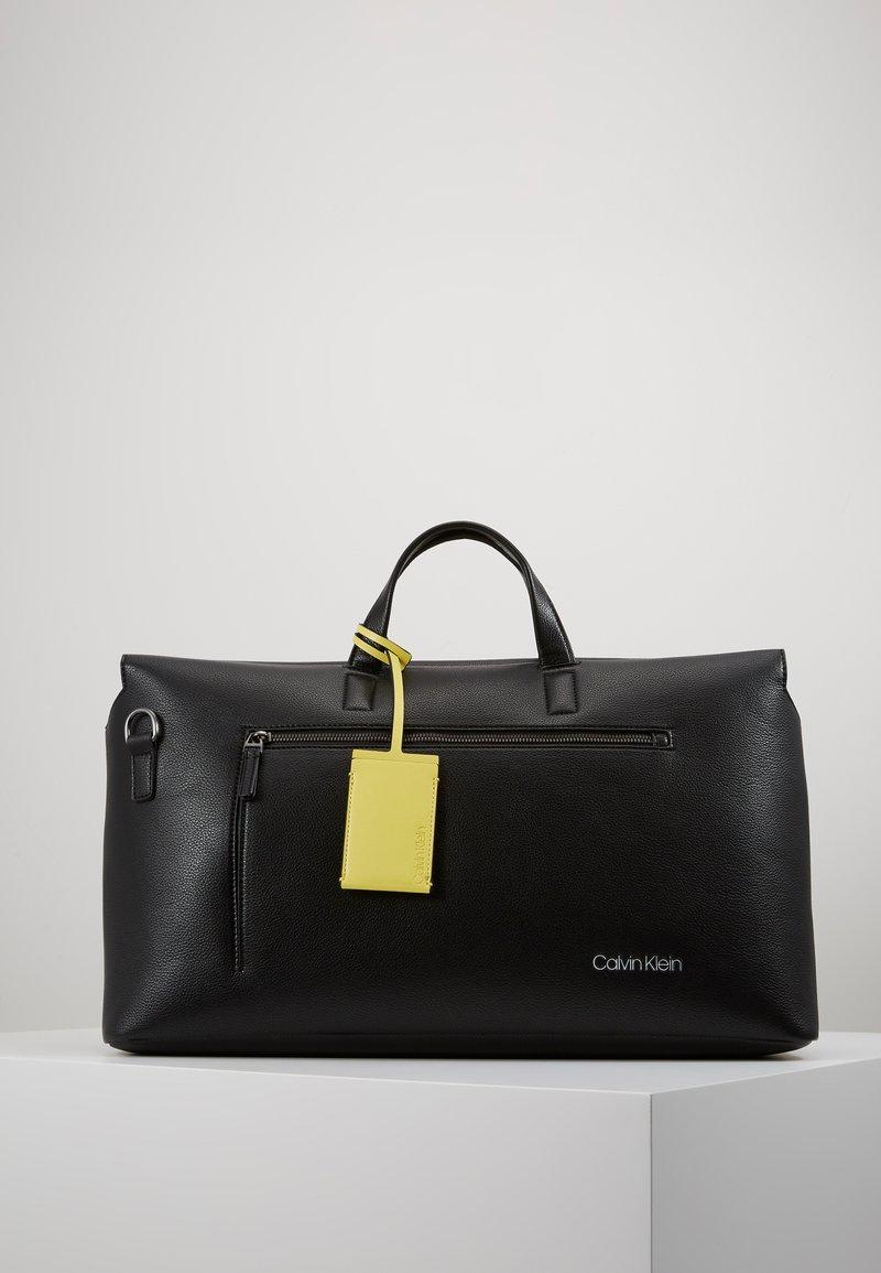 Calvin Klein - POCKET WEEKENDER - Sac week-end - black