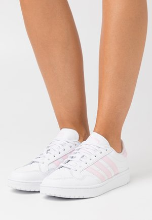 TEAM COURT SPORTS INSPIRED SHOES - Trainers - footwear white/clear pink