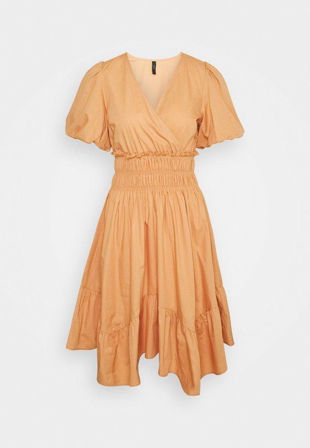 YASTIRALI DRESS  - Vapaa-ajan mekko - sandstone