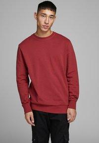 Jack & Jones - Sweatshirt - rio red - 0