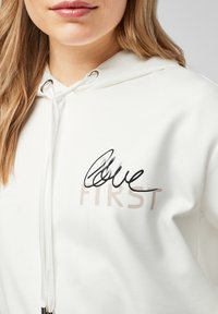 comma - Hoodie - white placed print - 5