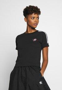 adidas Originals - TREFOIL SHORT SLEEVE TEE - T-shirts med print - black - 0