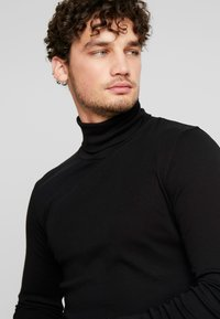 Marc O'Polo - LONGSLEEVE TURTLENECK - Camiseta de manga larga - black - 5