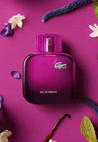 Lacoste Fragrances - L.12.12 POUR ELLE MAGNETIC EAU DE PARFUM - Perfumy - - - 3