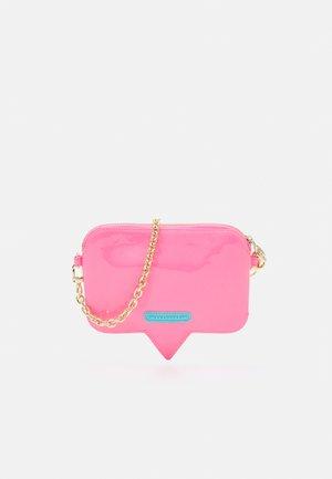 RANGE A EYELIKE BAGS - Across body bag - sachet pink