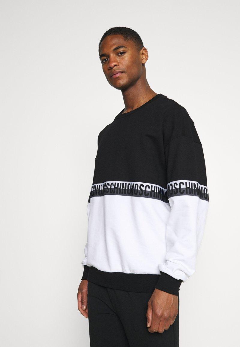 Moschino Underwear - Pyjamasoverdel - black/white