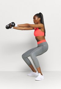 Nike Performance - 7/8 FEMME - Leggings - smoke grey heather/bright mango/white - 1