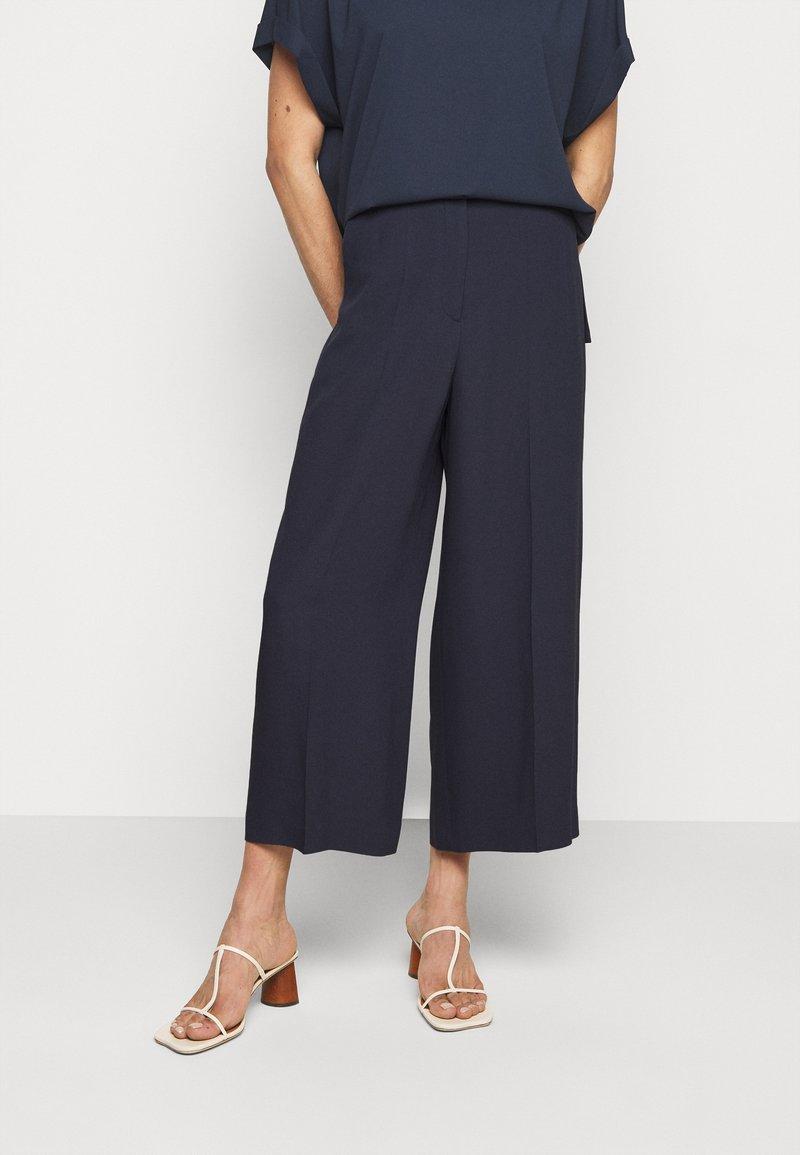 HUGO - HALASA - Kalhoty - dark blue