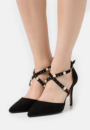 WIDE FIT DRAPE CROSS STRAP COURT - Classic heels - black
