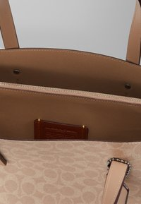 Coach - CHARLIE CARRYALL - Kabelka - sand taupe - 2