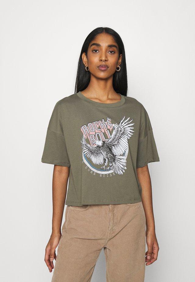 NMAMY ROCK - T-shirt med print - kalamata