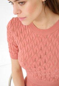 ORSAY - Print T-shirt - lachsfarben - 2