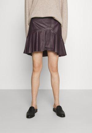GANAI - Leather skirt - purple