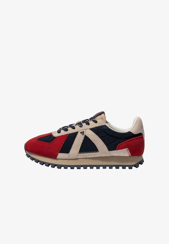 Sneakers laag - navy tan red