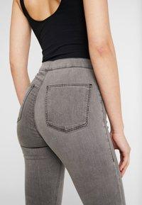 Topshop - JONI  - Jeans Skinny Fit - grey - 5