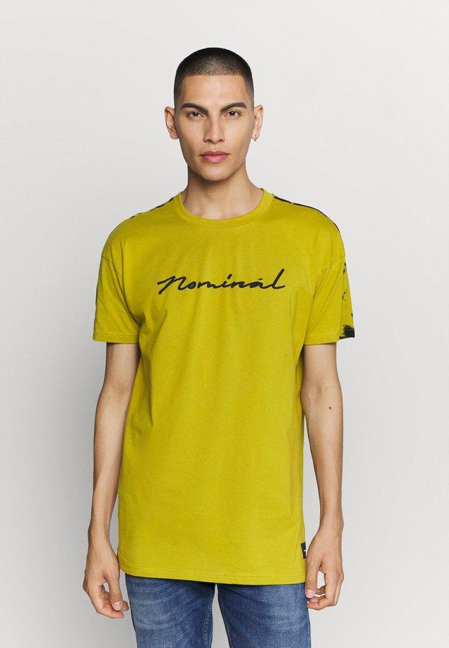 RONNI TEE - Print T-shirt - khaki