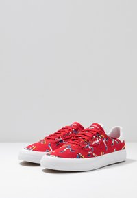 adidas Originals - 3MC X DISNEY GOOFY - Trainers - scarlet/footwear white/collegiate royal - 2