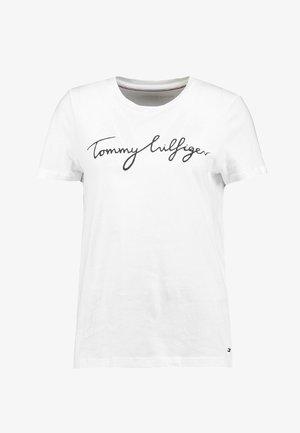 HERITAGE CREW NECK GRAPHIC TEE - T-shirts print - classic white