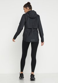 Nike Performance - Laufjacke - black/silver - 2