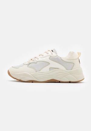 CELEST - Sneakers laag - white