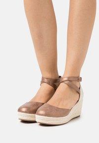 Anna Field - COMFORT - Zapatos de plataforma - bronze - 0