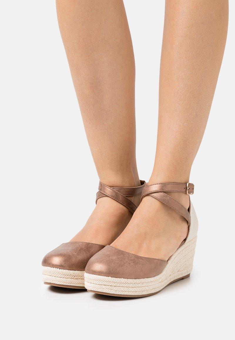 Anna Field - COMFORT - Zapatos de plataforma - bronze