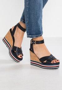 Tommy Hilfiger - COLORED STRIPES WEDGE - Korolliset sandaalit - blue - 0