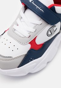 Champion - LOW CUT SHOE PHILLY UNISEX - Obuwie treningowe - white/new navy/red - 5