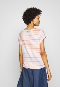TOM TAILOR - T-SHIRT STRIPED CREW-NECK - Print T-shirt - melon beige stripe vertical yello