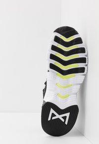 Nike Performance - FREE METCON 3 - Treningssko - black/white/volt - 4