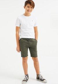 WE Fashion - Shorts - army green - 0