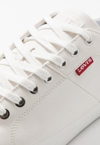 Levi's® - WOODWARD - Baskets basses - regular white - 5