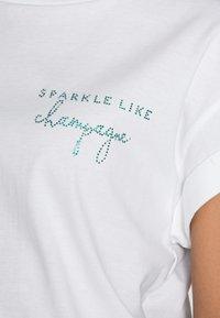 Rich & Royal - BOYFRIEND SPARKLE ORGANIC - Print T-shirt - aqua - 4