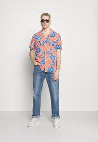 Levi's® - CLASSIC CAMPER UNISEX - Shirt - yellows/oranges - 1