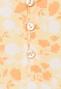 Pieces Petite - PCNYA SLIP BUTTON DRESS - Kjole - apricot cream - 2