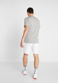 Nike Performance - SHORT HERITAGE - Träningsshorts - white - 2
