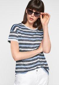 comma casual identity - Print T-shirt - dark blue stripes - 0