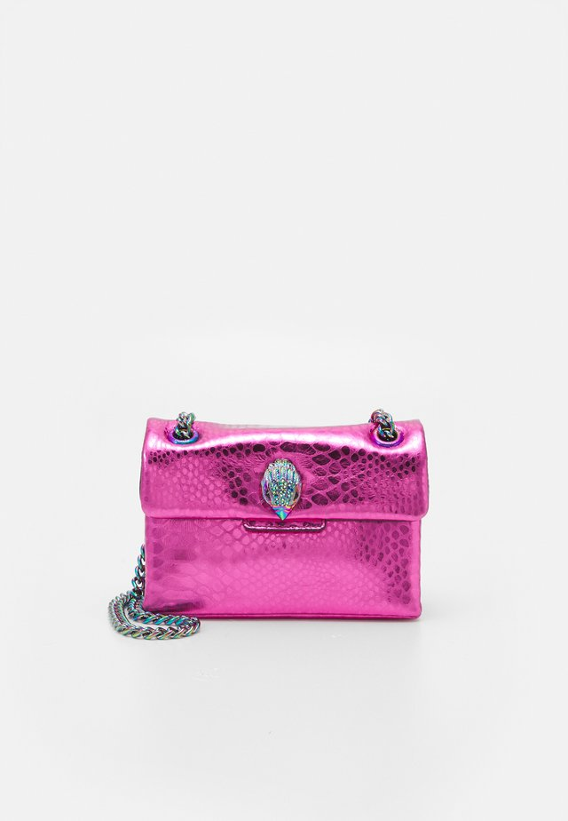 MINI KENSINGTON BAG - Axelremsväska - fushia