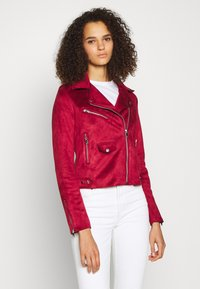 ONLY Tall - ONLSHERRY BONDED BIKER  - Giacca in similpelle - rhubarb - 0