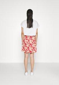 Vila - VIBE SHORT SKIRT 2 PACK - Mini skirt - black/scarlet flame - 2