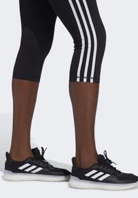 adidas Performance - BELIEVE THIS 3 STRIPES LEGGINGS - 3/4 sportovní kalhoty - black - 4