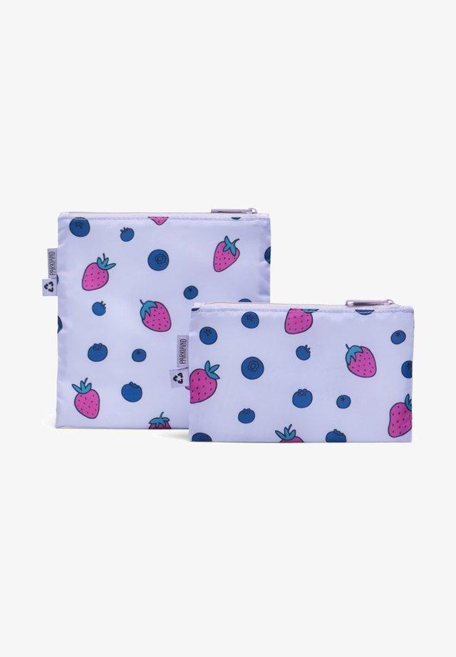 Lunch box - berries