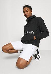 Calvin Klein - OVERHEAD FRONT LOGO ANORAK - Tunn jacka - black - 3