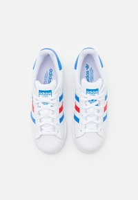 adidas Originals - SUPERSTAR UNISEX - Sneakers - footwear white/true blue/gold metallic - 3