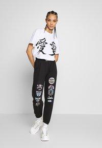 NEW girl ORDER - LUCKY DRAGON - T-shirt z nadrukiem - white - 1