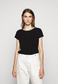 CLOSED - WOMEN´S - Basic T-shirt - black - 0