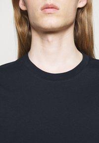 CLOSED - ROUND NECK  - T-shirt basic - dark night - 4