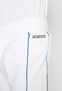 Topman - PRIMARY PIPED - Tracksuit bottoms - white - 4